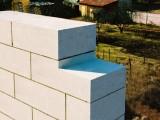 Що краще вибрати для будівництва житлового котеджу: силікатну (білу) цеглу або газобетонні блоки
